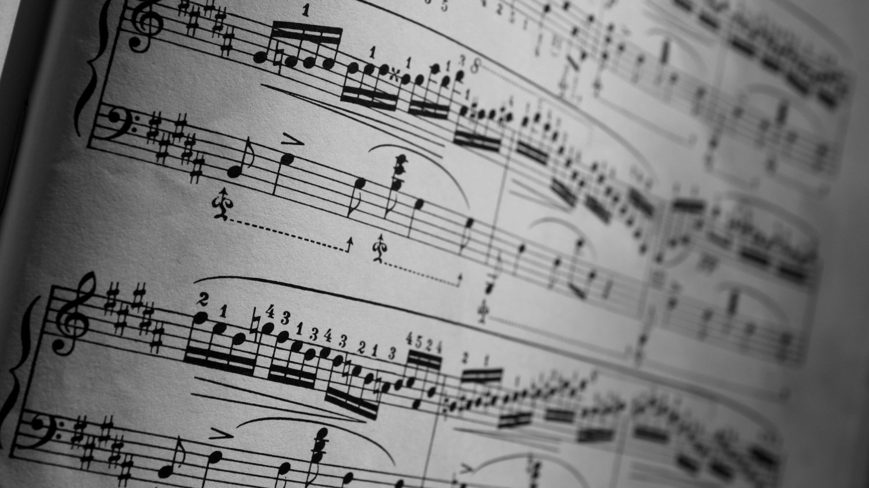 Musical Score (c) MaxiuB